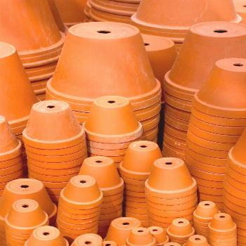 This is a guide about saving money on terra cotta pots. Terra cotta flower pots are popular for gar